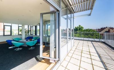 Kundenlounge mit Dachterrasse im 13. Bezirk und Panoramablick